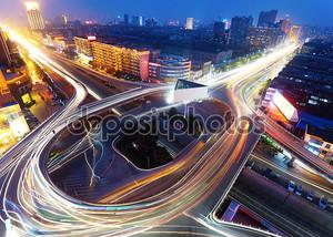Современные городские Виадук ночью