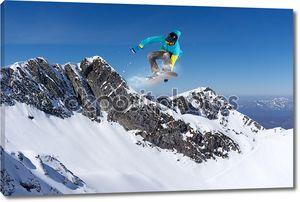 Летающие сноубордист в прыжке