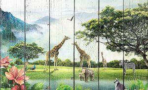 Африканские животные на фоне гор