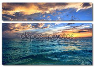 Тропический закат пляжа
