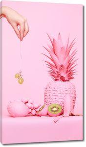Розовые фрукты