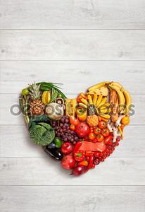 сердечный символ. понятие диеты из фруктов. здоровое пищевое понятие