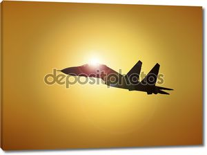 Военные самолеты, пролетая на закате