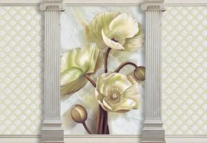Цветы крупные между колоннами