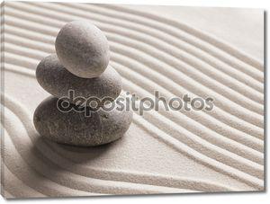 Камни в ряд на песке