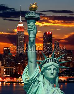 Статуя свободы и Нью-Йорк ночью