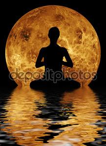 Йога на фоне Луны и воды