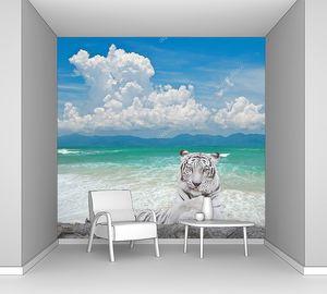 Белый тигр на скале у моря