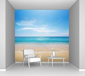 Пляж и прозрачная волна