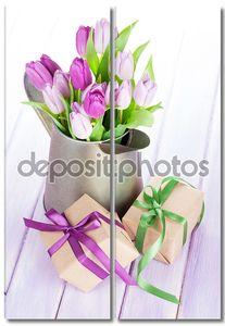 Фиолетовые тюльпаны букет и подарки