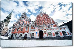 Дом Черноголовых и церковь Святого Петра