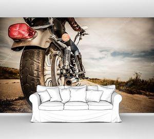 девочка мотоциклиста, едущая на мотоцикле