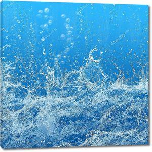 Брызги воды на синем фоне