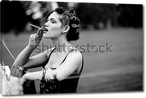 Девушка с сигарой