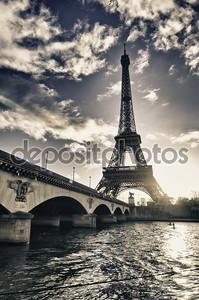 цвета Эйфелевой башни в зимний период