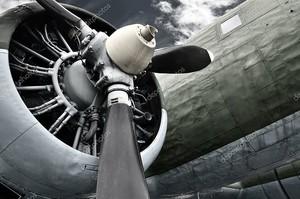Старый двигатель самолета