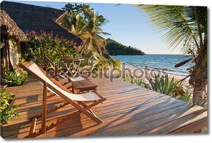 Терраса на тропическом пляже