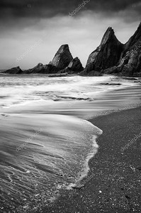 пейзаж пейзаж неровными и повышенной прочности пород на береговой линии с