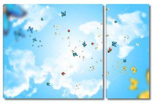 Голубое небо с облаками и бабочки