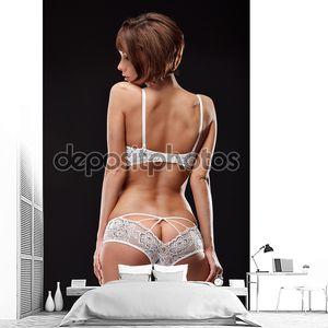 Девушка в нижнем ажурном белье
