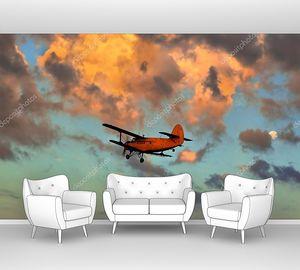 Самолет в закатном небе