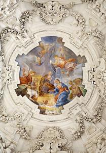 Палермо - 8 апреля: вертеп на потолке боковой неф в церкви Ла Кьеза дель Джезу или casa professa. Барочная церковь была завершена в 1636 году 8 апреля 2013 г. в Палермо, Италия