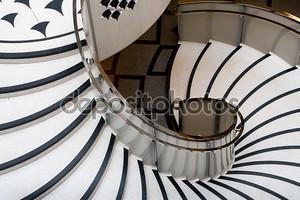 Тейт Британия винтовая лестница