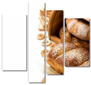 Много разнообразного хлеба в хлебнице