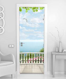 Вид на чаек над морем с террасы