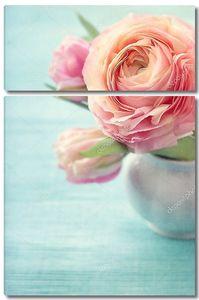 Розовые цветы в вазе