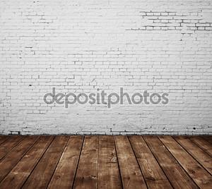 Кирпичная стена и деревянный пол