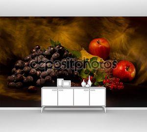 Натюрморт с осенних овощей и фруктов на черном фоне