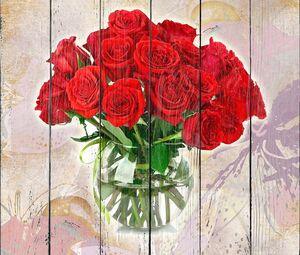 Букет красных роз в круглой вазе