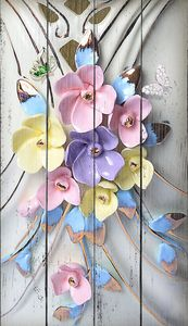 Керамическое украшение из цветов