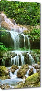 Река течет с вершины сопки