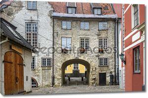 Средневековая улица в центре старой Риги, Латвия
