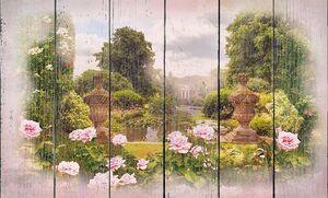 Фонтан в центре цветочного сада