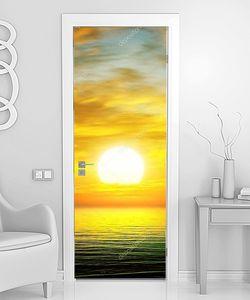Восход солнца над  спокойным морем