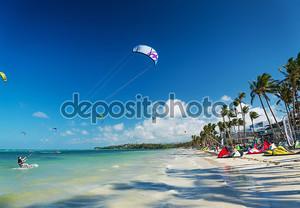 кайт серфинг на пляже Булабог в Филиппины Боракай