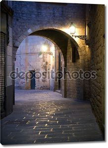 Узкая улочка в Барселоне