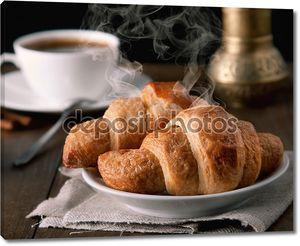 Утром круассаны с кофе