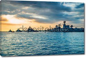 Военные корабли в бухте моря