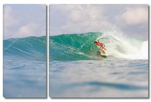 Серфинг на океанской волне
