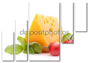 Сыром и базиликом листья Натюрморт