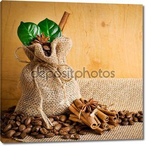 зерна кофе с пряностями