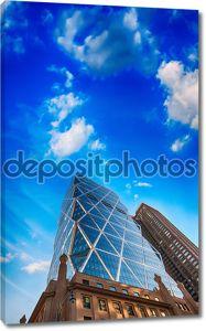 Современный город небоскребов и горизонт
