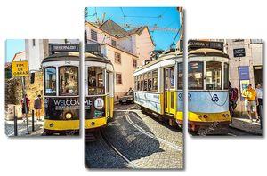 Лисбон, Португалия - 30 июля 2017 года: Винтажный трамвай в центре Лиссабона, Португалия, в летний день