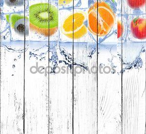Лед с различными фруктами