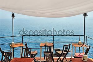 красивая бар с видом на море