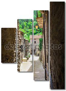Узкая итальянская улица